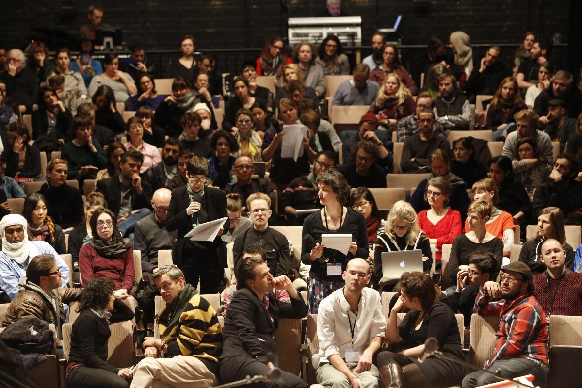 Haben+Brauchen Performance am 11.01.2015 im Hebbel Theater Berlin